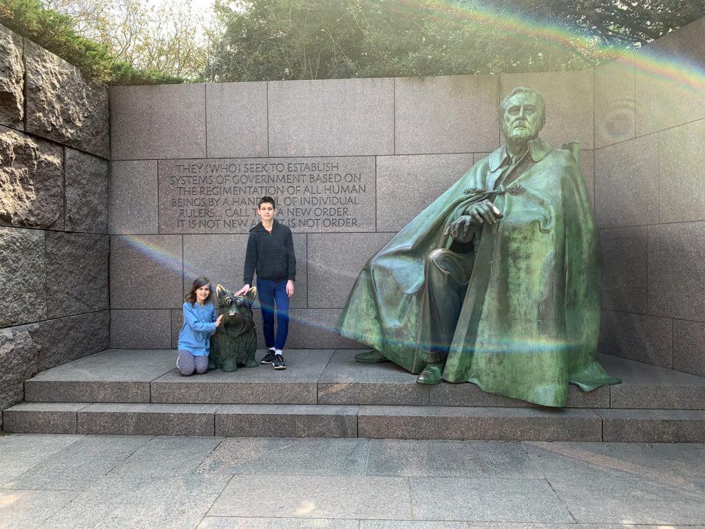 Sam and Sasha next to a statue of Franklin Roosevelt